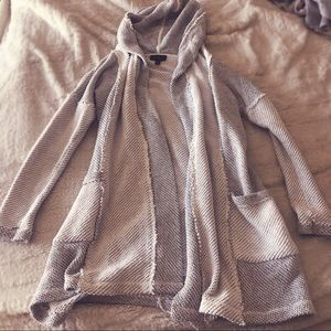 White and gray long sweater with pockets